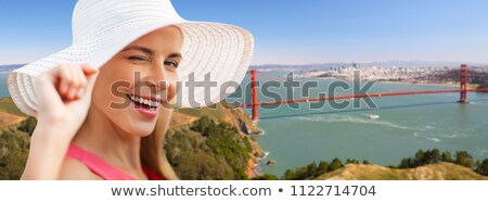 Mulher Golden Gate Bridge verão moda pessoas Foto stock © dolgachov