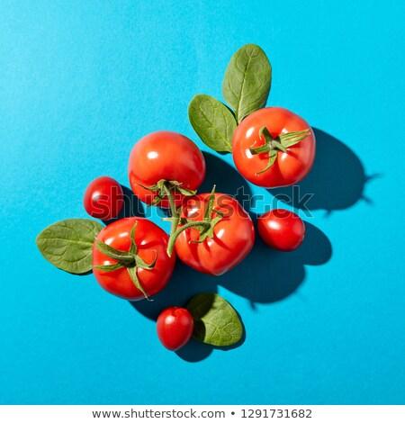 świeże szpinak pozostawia soczysty dojrzały pomidory Zdjęcia stock © artjazz