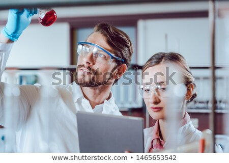 Wetenschappers lab experimenteel gegevens werken vrouw Stockfoto © Kzenon