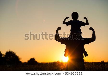 silhouet · vader · zoon · zonsondergang · hemel · familie - stockfoto © Lopolo