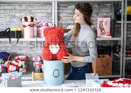 Fleuriste vendeur roses rouges petit commerce vente Photo stock © dolgachov