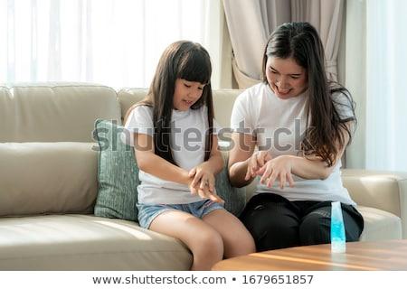 Anne kız yıkamak el jel kadın Stok fotoğraf © Illia