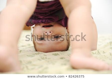 Bebê menino jogar de cabeça para baixo quarto criança Foto stock © zurijeta