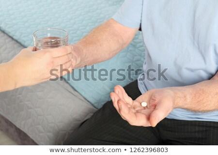 Ouderen drugs huis gezicht glas Stockfoto © photography33