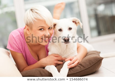 mujer · dormir · sofá · vida · habitación · casa - foto stock © carlodapino