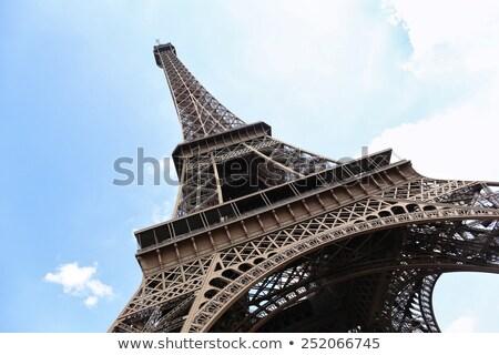 Widoku Wieża Eiffla poniżej Paryż Francja budynku Zdjęcia stock © vwalakte