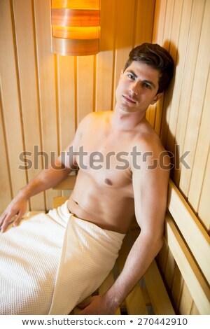 Meztelen férfi fitness modell