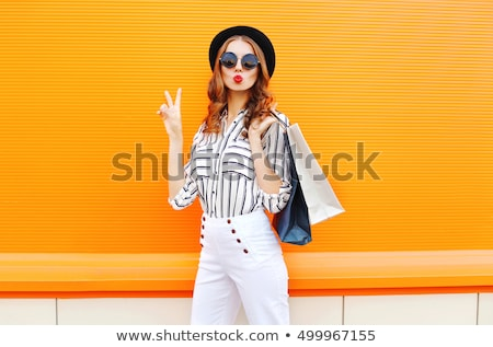 piękna · młodych · brunetka · różowy · shirt · czerwony - zdjęcia stock © lithian