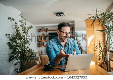 férfi · laptop · fiatalember · póló · ül · otthon - stock fotó © toocan