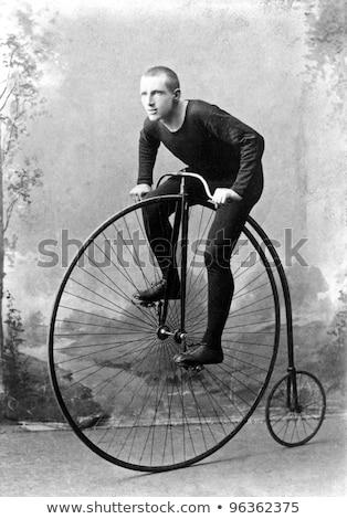 velho · retro · bicicleta · sujo · parede · madeira - foto stock © klinker