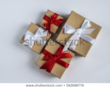 coffret · cadeau · au-dessus · isolé · blanche · anniversaire · rouge - photo stock © frannyanne
