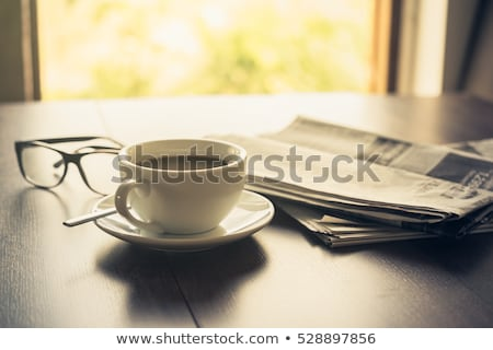 Zakenman lezing nieuws ochtend druk man Stockfoto © jossdiim