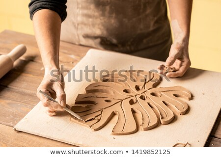 Pointant argile point jeunes artisan collègue Photo stock © pressmaster