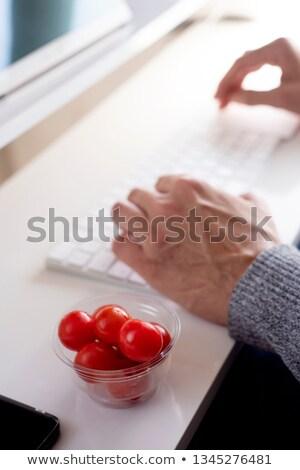 若い男 食べ チェリートマト オフィス クローズアップ 小さな ストックフォト © nito
