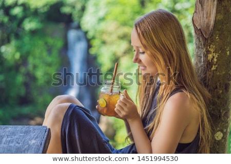 Közelkép portré kép gyönyörű nő iszik jegestea Stock fotó © galitskaya
