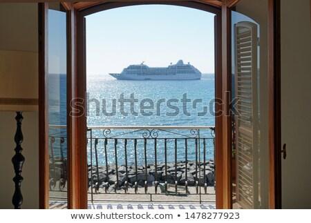 Cirkáló kicsi csónak tengerpart víz család Stock fotó © TheFull360