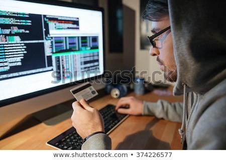 çevrimiçi · hırsızlık · soygun · el · tabanca · bilgisayar · ekranı - stok fotoğraf © deandrobot