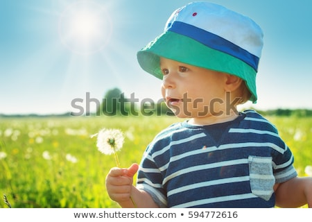 Stockfoto: Mooie · baby · jongen · permanente · groen · gras · voorjaar