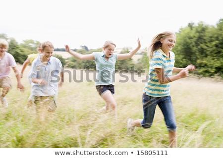 Stockfoto: Vijf · jonge · vrienden · lopen · buitenshuis · glimlachend
