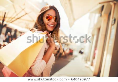 boldog · nő · fekete · napszemüveg · bevásárlótáskák · vásár - stock fotó © dolgachov
