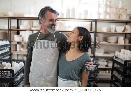 Glimlachend collega's naar ander aardewerk workshop Stockfoto © wavebreak_media