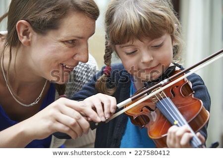 Tanár segít fiatal női hegedű lecke Stock fotó © HighwayStarz