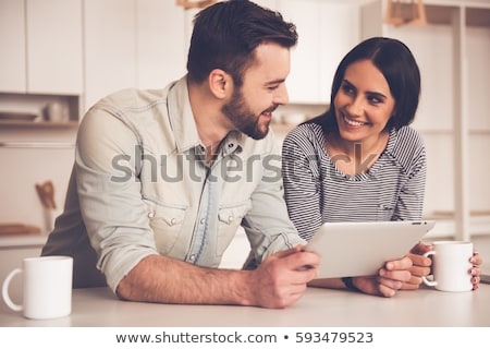 meisje · tablet · vergadering · keukentafel · leuk · communicatie - stockfoto © wavebreak_media