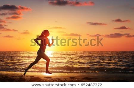 Nő fut tengerpart naplemente boldog élvezi Stock fotó © kasto