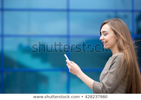 zijaanzicht · zakenvrouw · mobiele · telefoon · kantoor · lobby · business - stockfoto © deandrobot