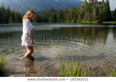 mulher · jovem · lago · luz · montanha · pernas · caminhada - foto stock © monkey_business