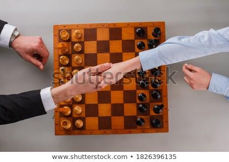 üzletember nő játék sakk kézfogás üzletasszony Stock fotó © Kzenon