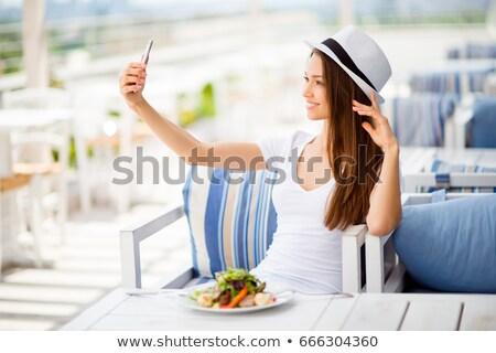 feliz · mujer · comer · restaurante · tecnología - foto stock © dolgachov