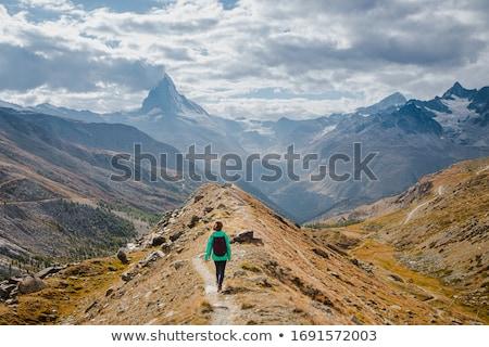 nő · természetjáró · hegyek · női · külső · ki - stock fotó © THP