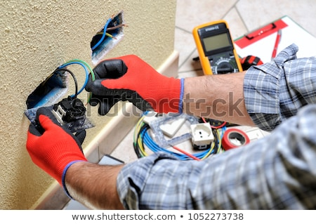Stock fotó: Villanyszerelő · installál · foglalat · erő · közelkép · kezek