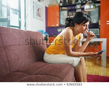 Stockfoto: Vrouw · vergadering · sofa · mobiele · telefoon · home · telefoon