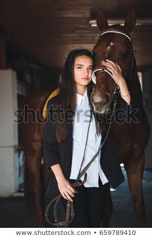 Joli jeune femme permanent grange cheval Photo stock © deandrobot