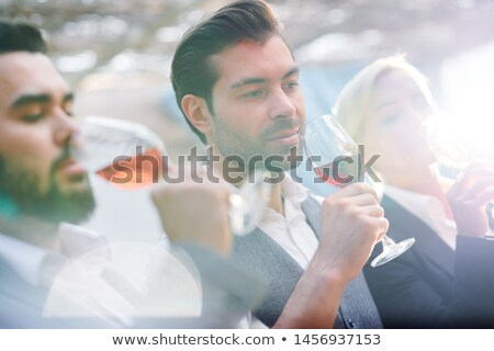 Ernst junger Mann Glas Rotwein Mund Stock foto © pressmaster