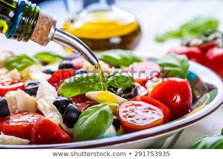 mozzarella · domates · fesleğen · zeytinyağı · ahşap · masa · üst - stok fotoğraf © illia