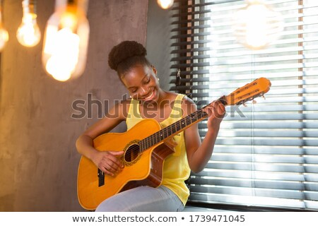 Dame guitare belle jeunes chambre main Photo stock © ssuaphoto