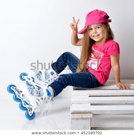 Gelukkig meisje schaatsen witte meisje glimlach Stockfoto © goce