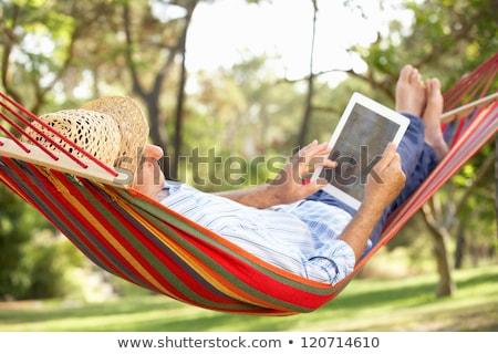 старший · человека · чтение · книгах · гостиной - Сток-фото © erierika