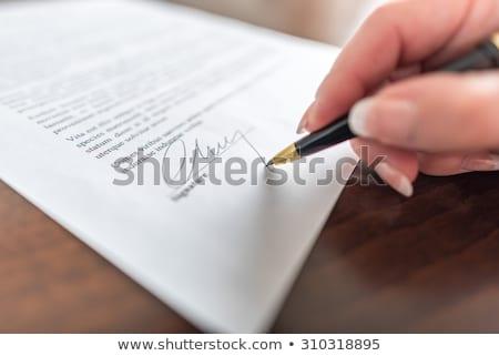 Сток-фото: женщину · стороны · подписания · договор · бумаги · фотография