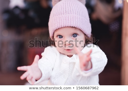 Szczęśliwy mały dzieci zimą ubrania odkryty Zdjęcia stock © dolgachov