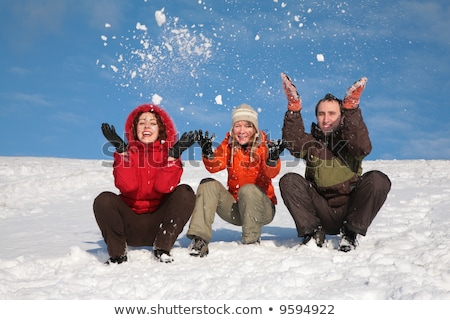 három · barátok · ül · hó · domboldal · kéz - stock fotó © Paha_L