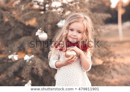 menina · inverno · parque · caminhada · feminino · rosa - foto stock © Mikko
