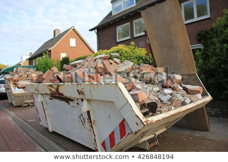 Zdjęcia stock: Budowniczy · recyklingu · materiały · budowy · drzwi · pracownika