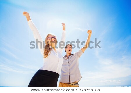 sylwetka · wygaśnięcia · happy · girl · podniesionymi · rękami · stałego · plaży - zdjęcia stock © kotenko