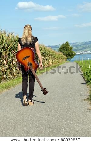 Guitariste marche vers le bas photo Homme Photo stock © sumners