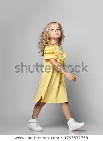 güzel · genç · kadın · bakıyor · kadın - stok fotoğraf © stockyimages