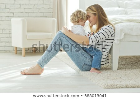 Moeder troostend zoon familie vrouwen kind Stockfoto © dacasdo